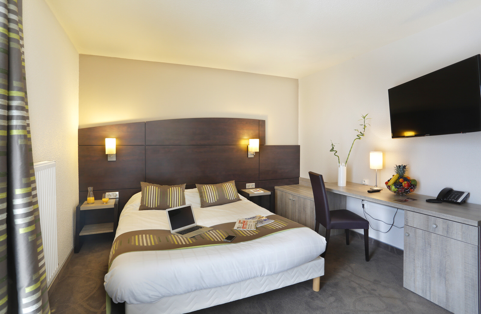 chambres standards h tel arianis. Black Bedroom Furniture Sets. Home Design Ideas